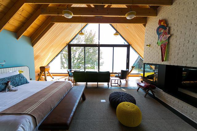 Drake-ski-ceiling-room